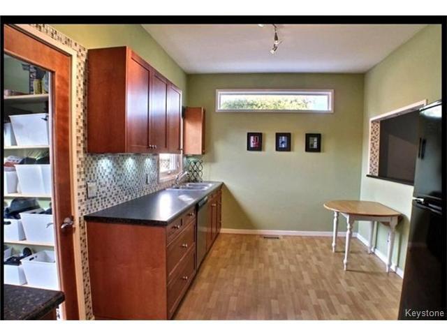Photo 4: Photos: 687 Lyndale Drive in WINNIPEG: St Boniface Residential for sale (South East Winnipeg)  : MLS®# 1506395