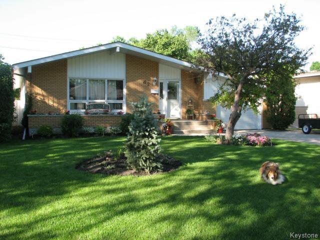 Main Photo: 42 Laurel Bay in WINNIPEG: West Kildonan / Garden City Residential for sale (North West Winnipeg)  : MLS®# 1506450