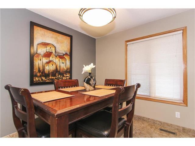 Photo 2: Photos: 124 INGLEWOOD Cove SE in Calgary: Inglewood House for sale : MLS®# C4046068