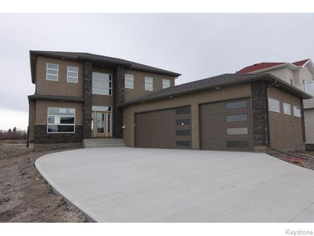 Main Photo: 109 Luzon Bay in Winnipeg: Maples / Tyndall Park Residential for sale (North West Winnipeg)  : MLS®# 1609459