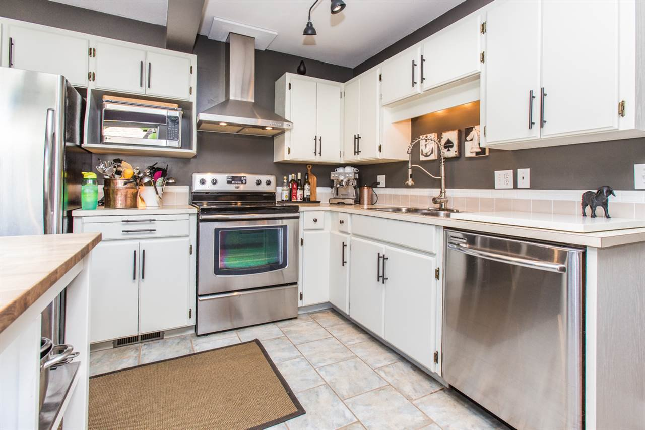 """Main Photo: 17 18951 FORD Road in Pitt Meadows: Central Meadows Townhouse for sale in """"PINE MEADOWS"""" : MLS®# R2096426"""
