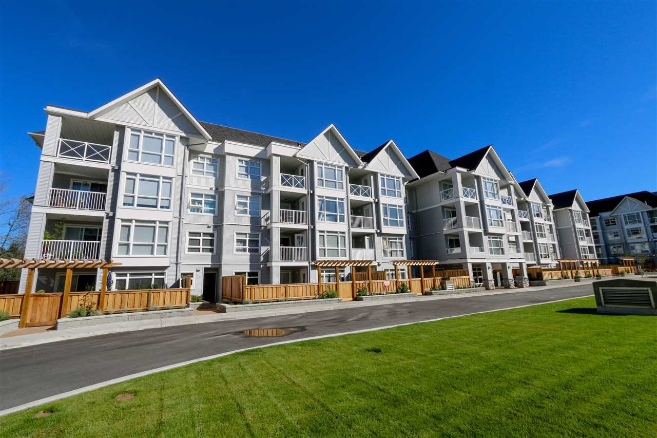 """Main Photo: 206 3142 ST JOHNS Street in Port Moody: Port Moody Centre Condo for sale in """"SONRISA"""" : MLS®# R2112000"""