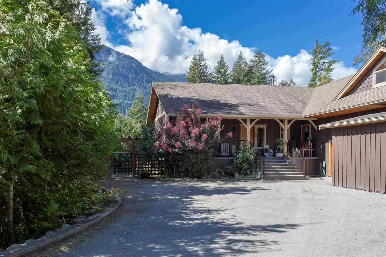 Main Photo: 42047 GOVERNMENT Road in Squamish: Brackendale House for sale : MLS®# R2151176