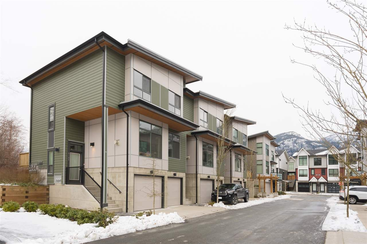 """Main Photo: 1185 NATURES Gate in Squamish: Downtown SQ Townhouse for sale in """"NATURE'S GATE"""" : MLS®# R2242365"""
