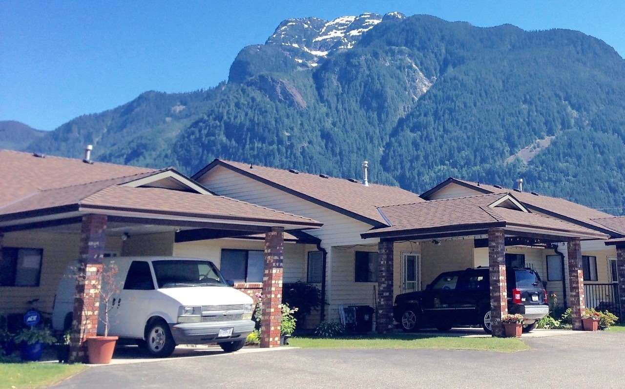 """Main Photo: K 420 RUPERT Street in Hope: Hope Center Townhouse for sale in """"CARIBOO PLACE"""" : MLS®# R2263565"""