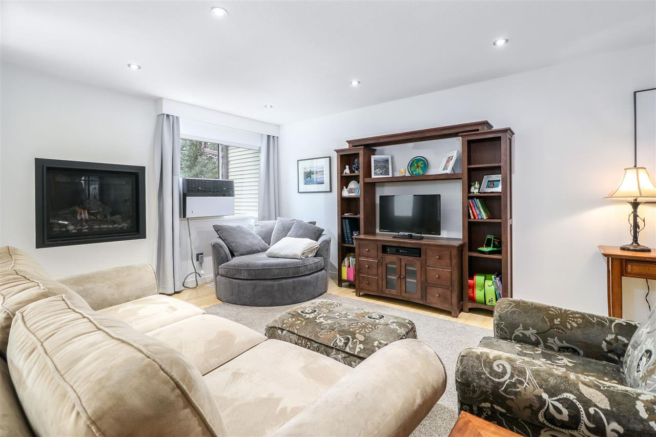 Photo 2: Photos: 104 1210 FALCON Drive in Coquitlam: Upper Eagle Ridge Townhouse for sale : MLS®# R2278666