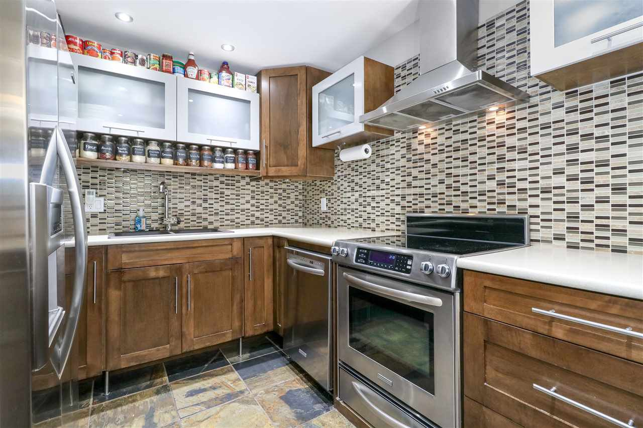 Photo 6: Photos: 104 1210 FALCON Drive in Coquitlam: Upper Eagle Ridge Townhouse for sale : MLS®# R2278666