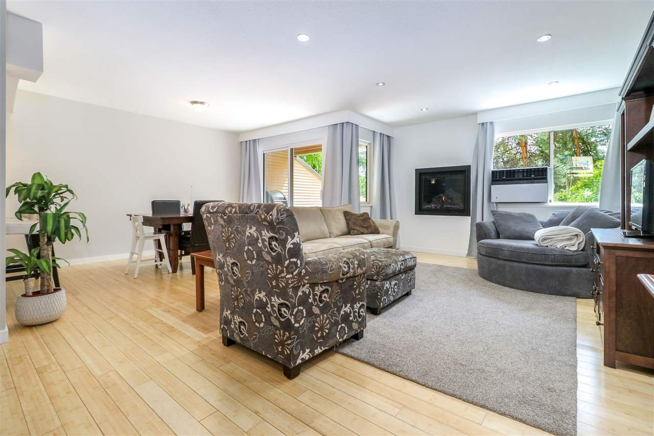 Photo 3: Photos: 104 1210 FALCON Drive in Coquitlam: Upper Eagle Ridge Townhouse for sale : MLS®# R2278666
