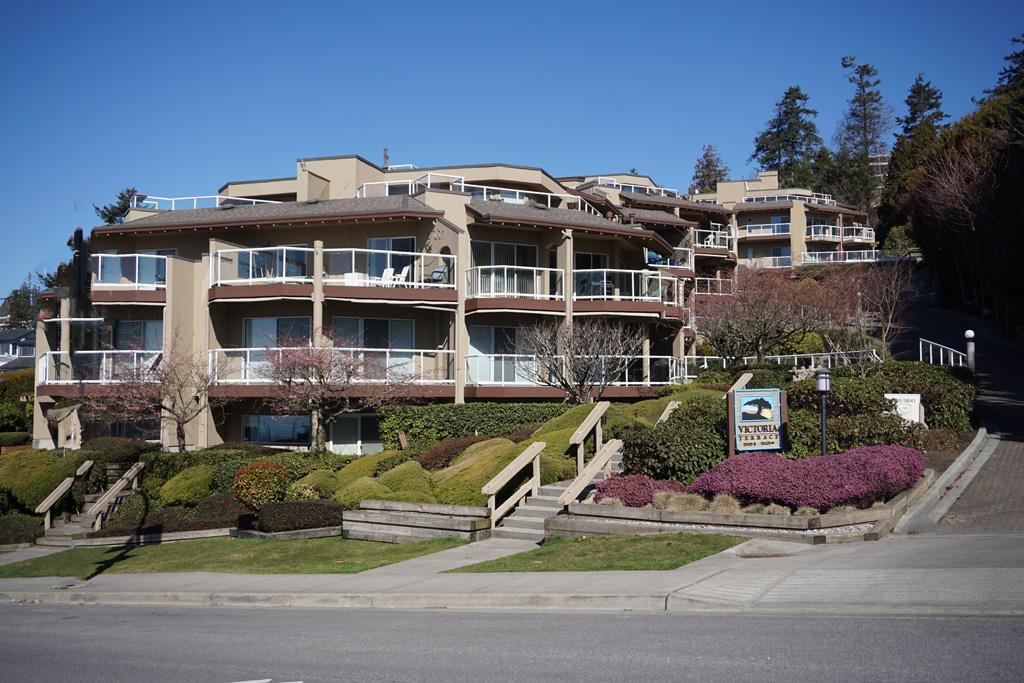 """Main Photo: 102 15015 VICTORIA Avenue: White Rock Condo for sale in """"Victoria Terrace"""" (South Surrey White Rock)  : MLS®# R2349801"""