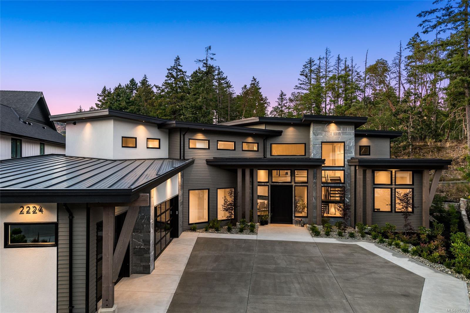 Main Photo: 2224 Riviera Pl in : La Bear Mountain Single Family Detached for sale (Langford)  : MLS®# 853533