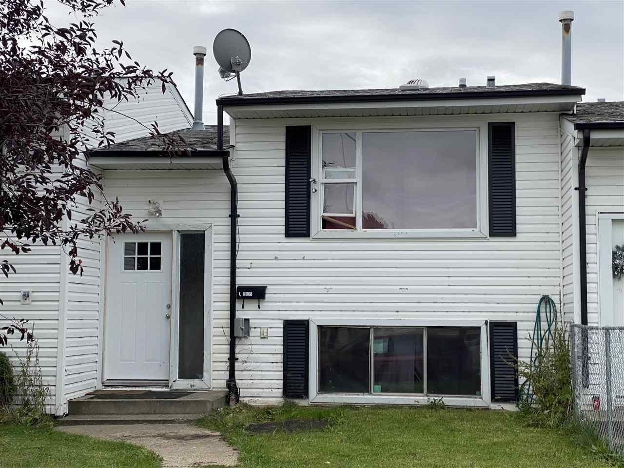 Main Photo: 5135 55 Avenue: Wetaskiwin Attached Home for sale : MLS®# E4213307