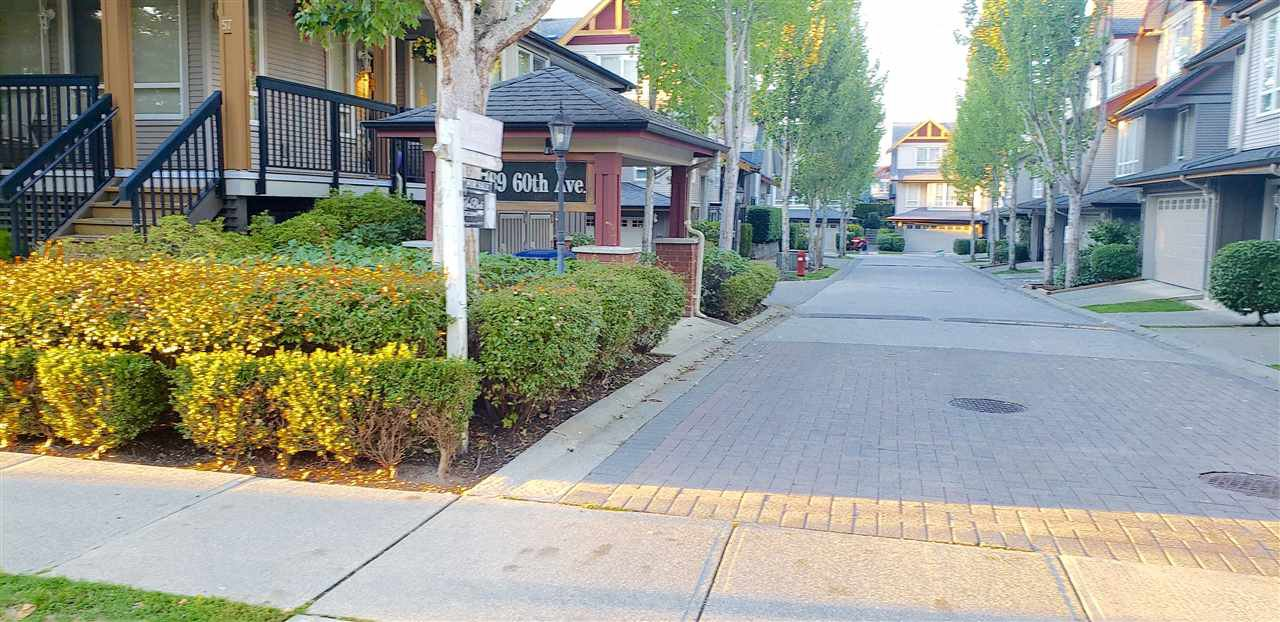 """Main Photo: 12 16789 60 Avenue in Surrey: Cloverdale BC Townhouse for sale in """"LAREDO"""" (Cloverdale)  : MLS®# R2503997"""