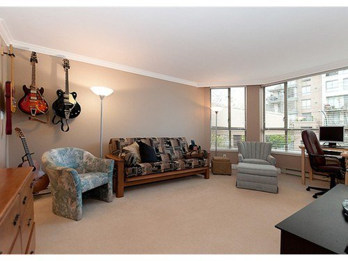 Photo 8: Photos: 5 2201 PINE Street in Vancouver West: Fairview VW Home for sale ()  : MLS®# V962874