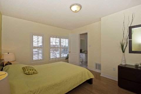 Photo 4: Photos: 11 1591 South Parade Court in Mississauga: East Credit Condo for sale : MLS®# W3071204