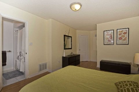 Photo 5: Photos: 11 1591 South Parade Court in Mississauga: East Credit Condo for sale : MLS®# W3071204