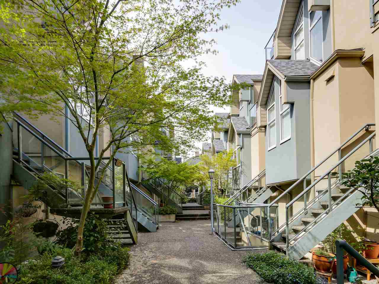 "Main Photo: 3011 LAUREL Street in Vancouver: Fairview VW Townhouse for sale in ""FAIRVIEW COURT"" (Vancouver West)  : MLS®# R2058843"