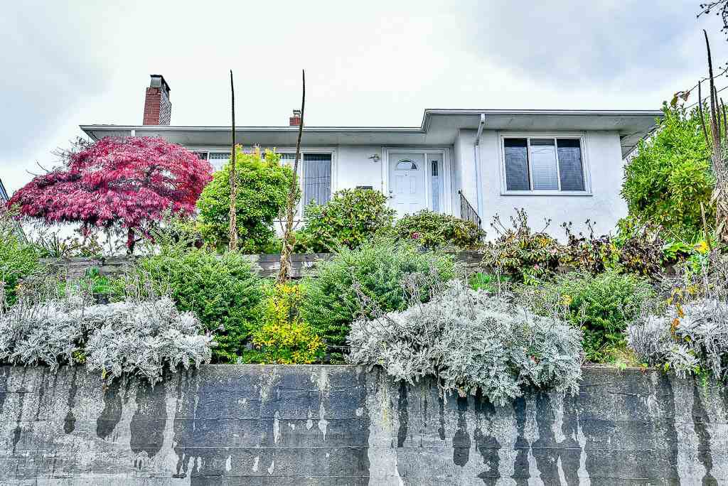 Main Photo: 1501 SIXTH Avenue in New Westminster: West End NW House for sale : MLS®# R2119836