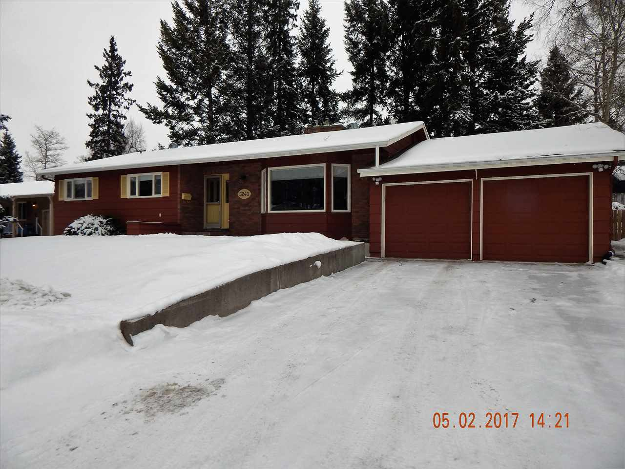 Photo 2: Photos: 5240 YORK Place in Prince George: Upper College House for sale (PG City South (Zone 74))  : MLS®# R2129510