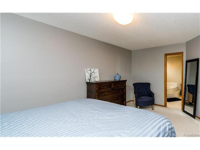 Photo 12: Photos: 35 Royal Park Crescent in Winnipeg: Southland Park Residential for sale (2K)  : MLS®# 1706238