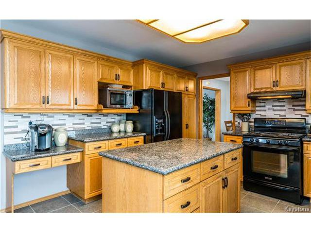 Photo 3: Photos: 35 Royal Park Crescent in Winnipeg: Southland Park Residential for sale (2K)  : MLS®# 1706238
