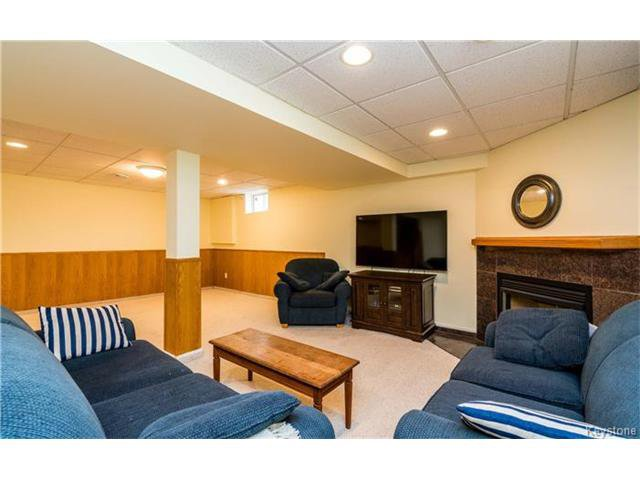Photo 17: Photos: 35 Royal Park Crescent in Winnipeg: Southland Park Residential for sale (2K)  : MLS®# 1706238