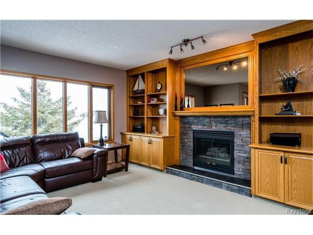 Photo 8: Photos: 35 Royal Park Crescent in Winnipeg: Southland Park Residential for sale (2K)  : MLS®# 1706238