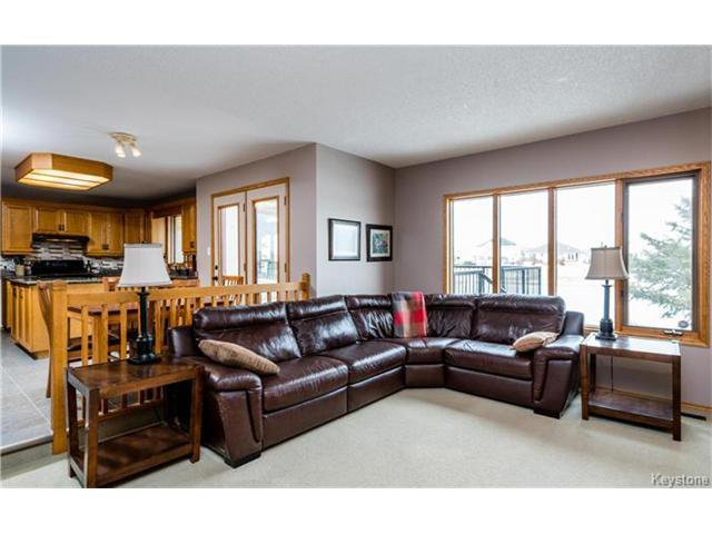 Photo 6: Photos: 35 Royal Park Crescent in Winnipeg: Southland Park Residential for sale (2K)  : MLS®# 1706238