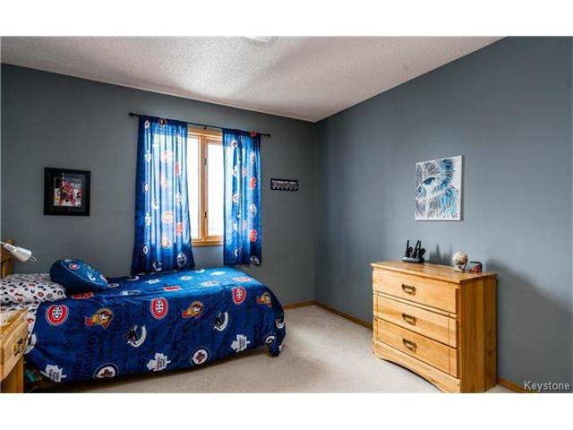 Photo 16: Photos: 35 Royal Park Crescent in Winnipeg: Southland Park Residential for sale (2K)  : MLS®# 1706238
