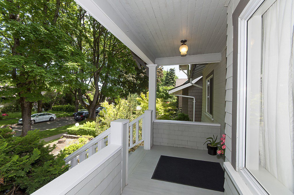 Photo 2: Photos: 4028 W 19TH Avenue in Vancouver: Dunbar House for sale (Vancouver West)  : MLS®# R2175110