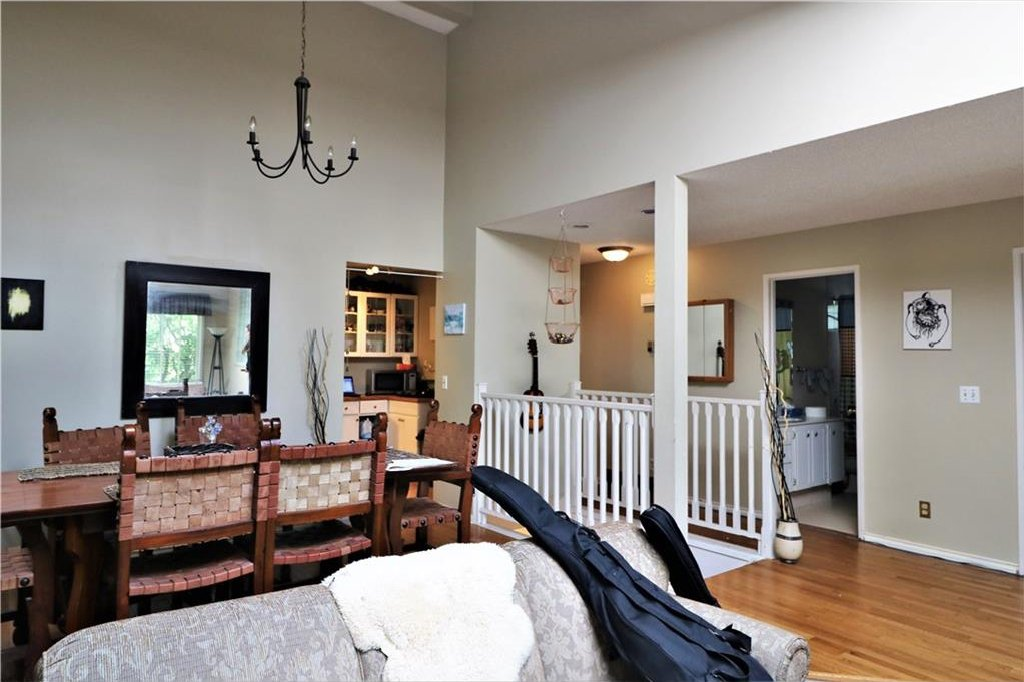 Photo 6: Photos: 3131 107 Avenue SW in Calgary: Cedarbrae House for sale : MLS®# C4124878