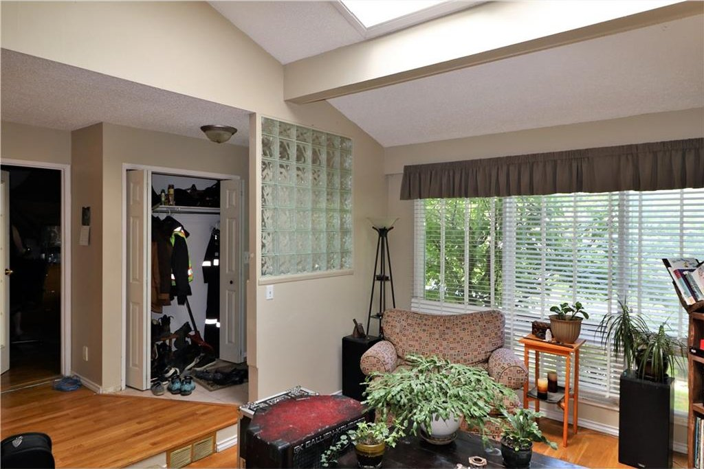 Photo 3: Photos: 3131 107 Avenue SW in Calgary: Cedarbrae House for sale : MLS®# C4124878