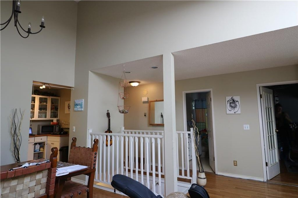 Photo 5: Photos: 3131 107 Avenue SW in Calgary: Cedarbrae House for sale : MLS®# C4124878