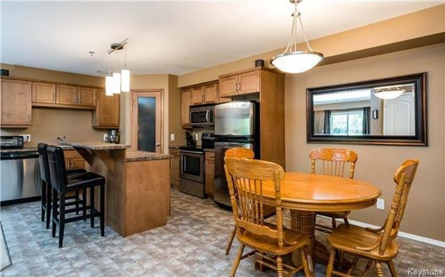 Photo 5: Photos: 701 St Anne's Road in Winnipeg: River Park South Condominium for sale (2F)  : MLS®# 1719557