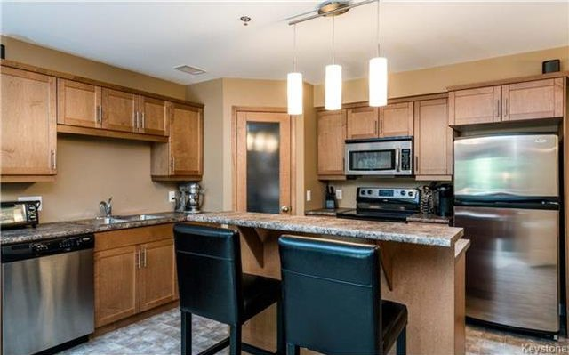 Photo 2: Photos: 701 St Anne's Road in Winnipeg: River Park South Condominium for sale (2F)  : MLS®# 1719557