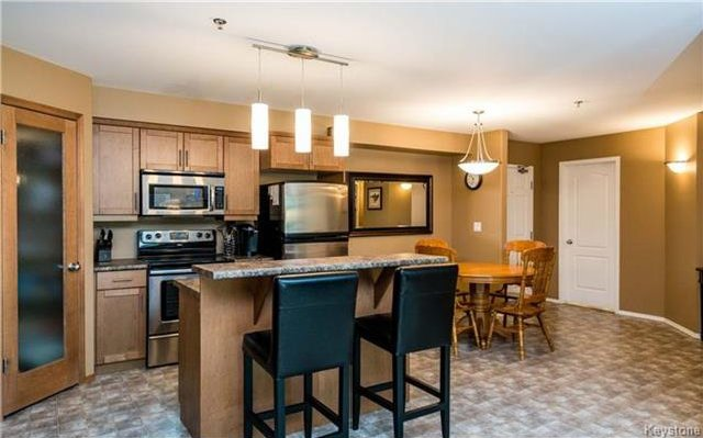 Photo 3: Photos: 701 St Anne's Road in Winnipeg: River Park South Condominium for sale (2F)  : MLS®# 1719557