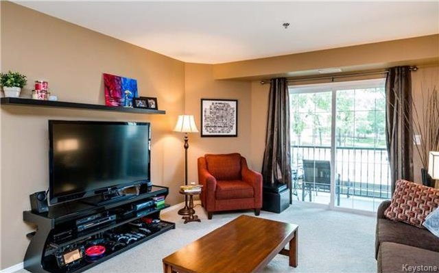Photo 7: Photos: 701 St Anne's Road in Winnipeg: River Park South Condominium for sale (2F)  : MLS®# 1719557