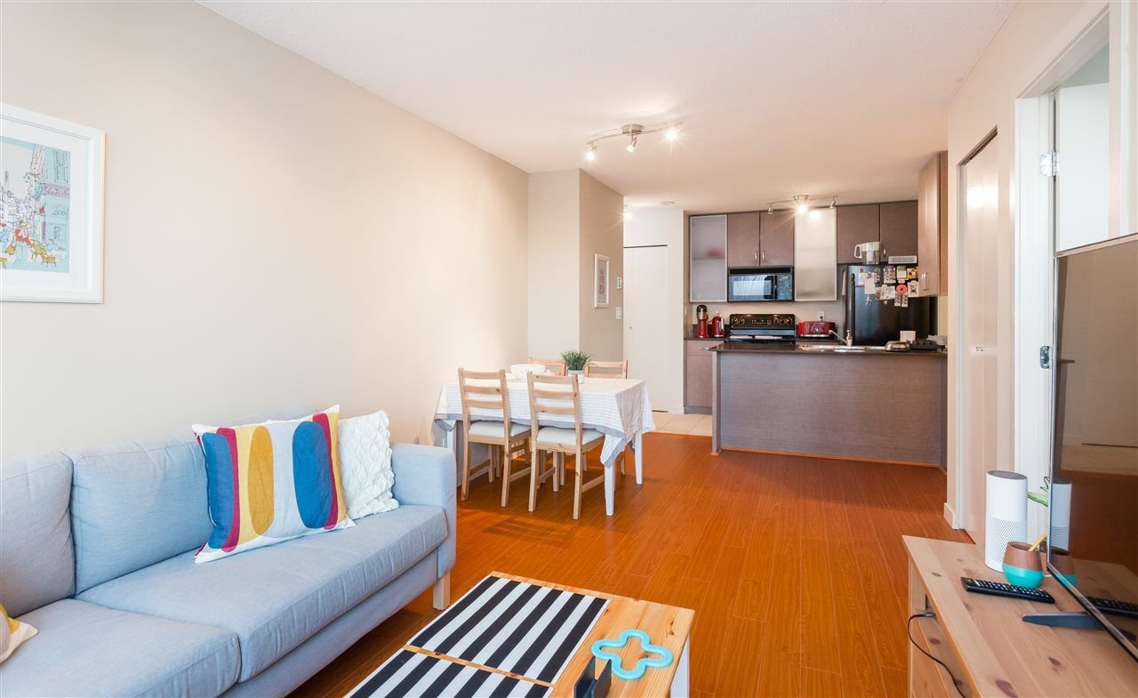 """Main Photo: 2201 977 MAINLAND Street in Vancouver: Yaletown Condo for sale in """"YALETOWN PARK"""" (Vancouver West)  : MLS®# R2217552"""