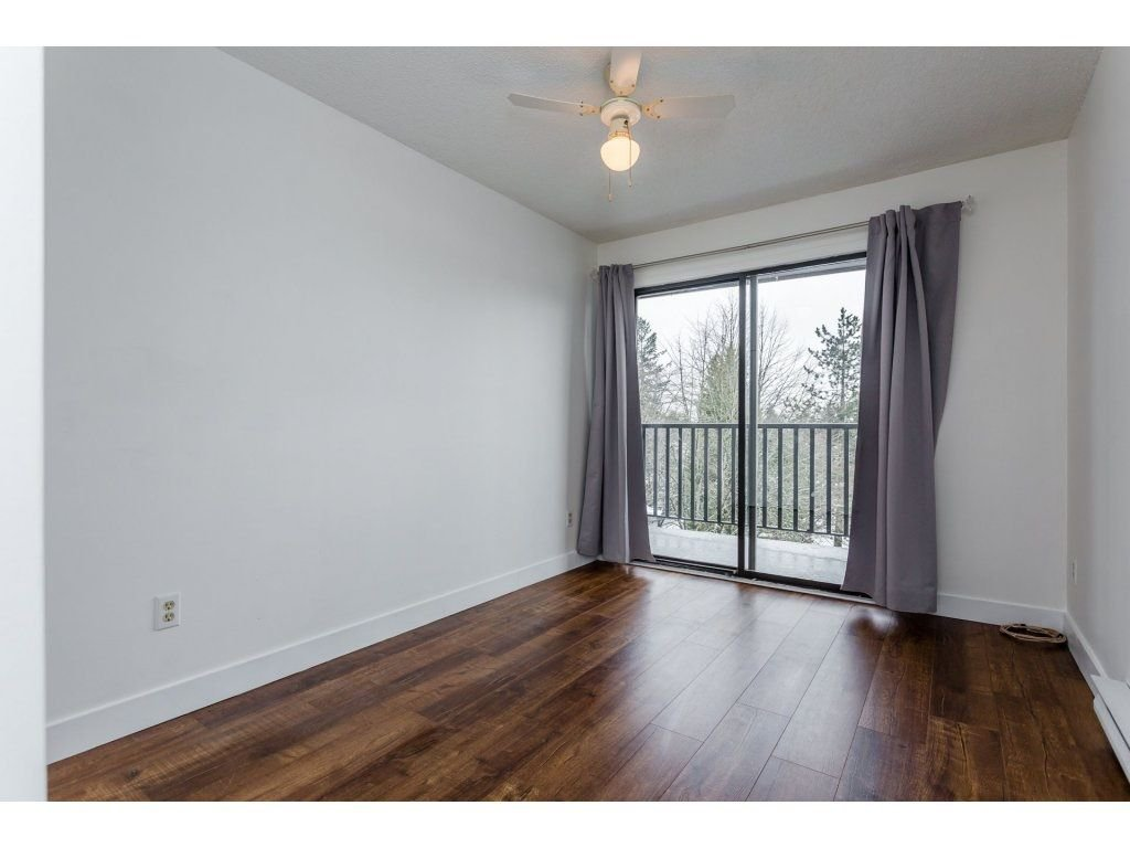 "Photo 16: Photos: 303 9952 149 Street in Surrey: Guildford Condo for sale in ""Tall Timbers"" (North Surrey)  : MLS®# R2241309"