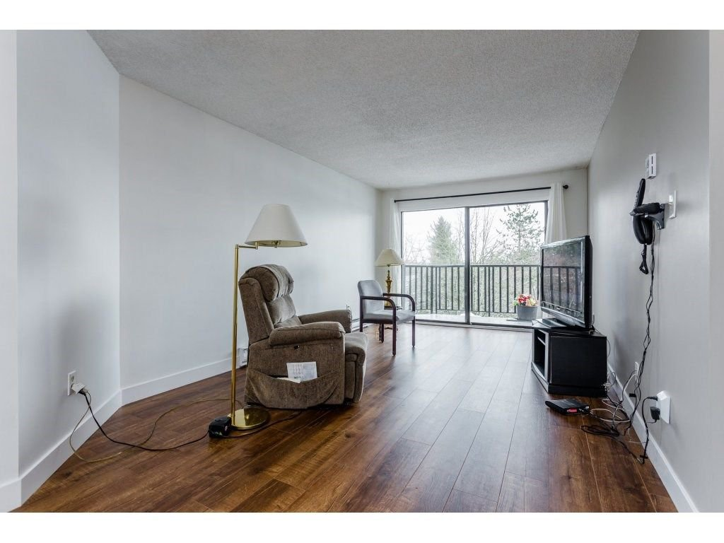 "Photo 4: Photos: 303 9952 149 Street in Surrey: Guildford Condo for sale in ""Tall Timbers"" (North Surrey)  : MLS®# R2241309"