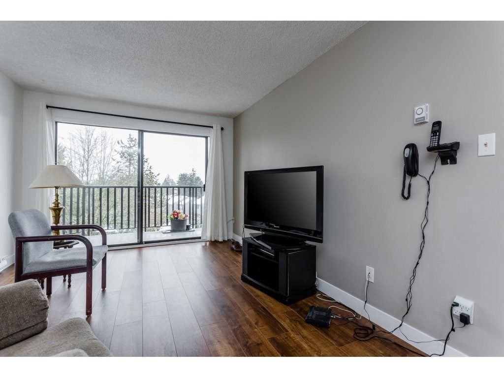 "Photo 8: Photos: 303 9952 149 Street in Surrey: Guildford Condo for sale in ""Tall Timbers"" (North Surrey)  : MLS®# R2241309"