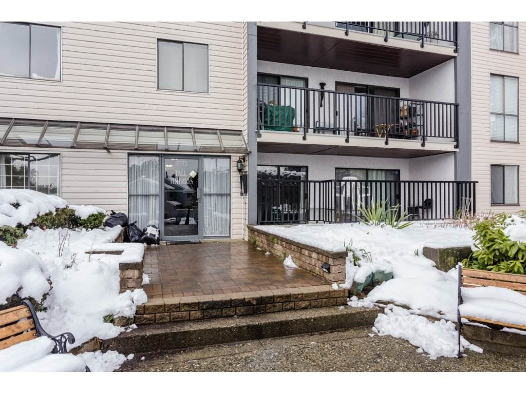 "Photo 2: Photos: 303 9952 149 Street in Surrey: Guildford Condo for sale in ""Tall Timbers"" (North Surrey)  : MLS®# R2241309"