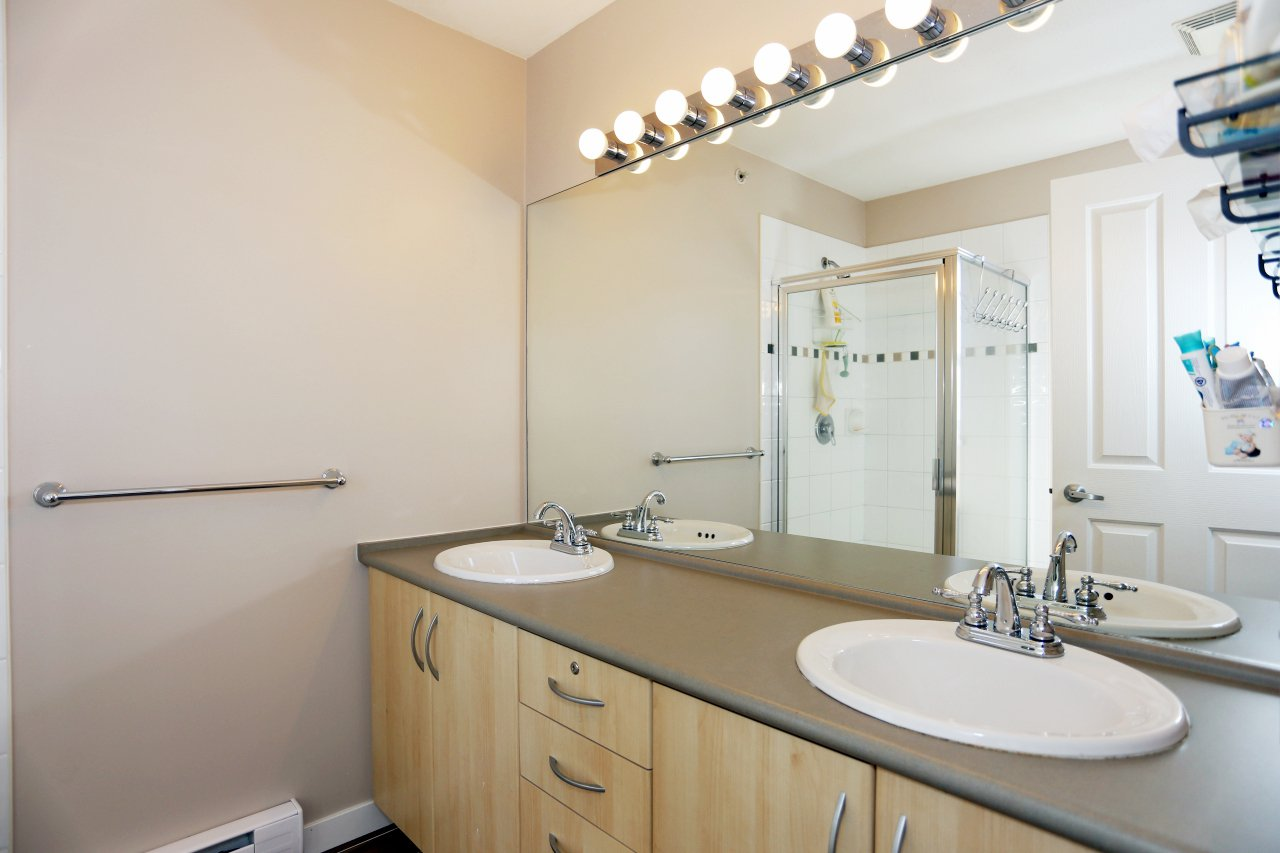 "Photo 15: Photos: 105 6747 203 Street in Langley: Willoughby Heights Townhouse for sale in ""Sagebrook"" : MLS®# R2248266"