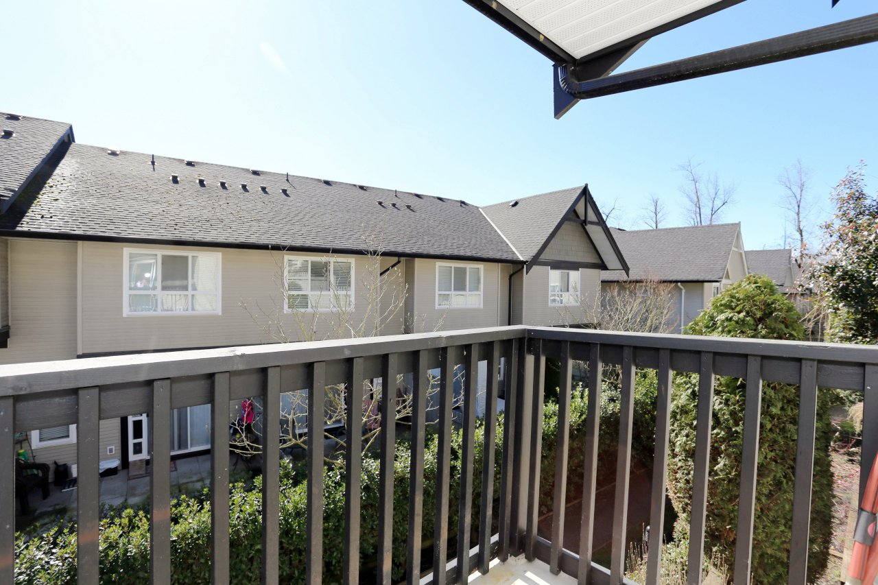 "Photo 5: Photos: 105 6747 203 Street in Langley: Willoughby Heights Townhouse for sale in ""Sagebrook"" : MLS®# R2248266"