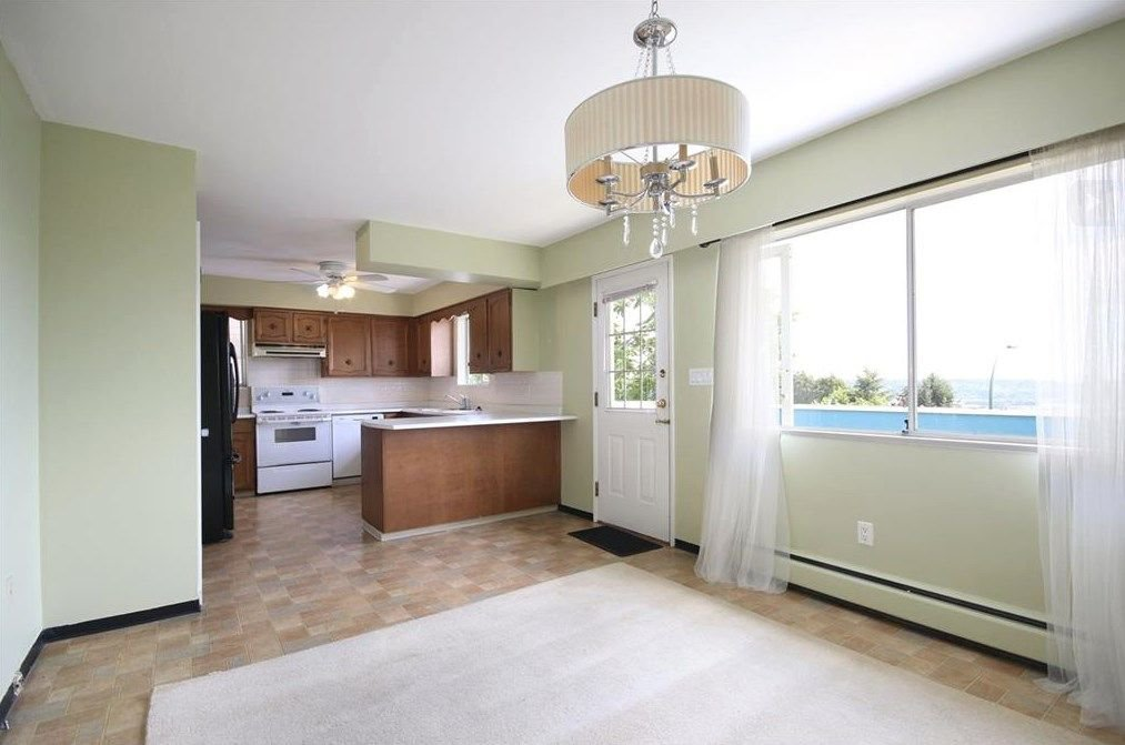 Photo 10: Photos: 1146 MADORE Avenue in Coquitlam: Central Coquitlam House for sale : MLS®# R2252394