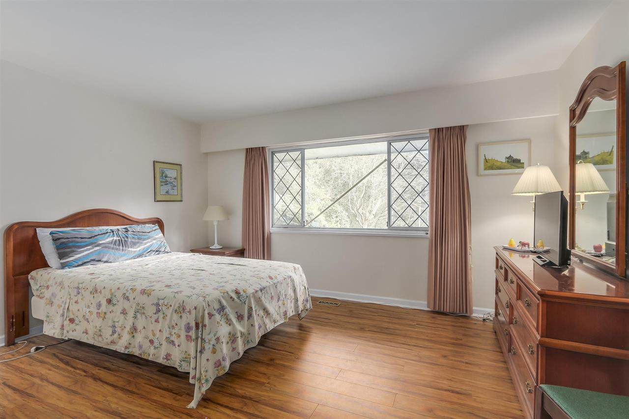 """Photo 16: Photos: 892 MARGAREE Place in West Vancouver: Cedardale House for sale in """"Cedardale"""" : MLS®# R2256348"""
