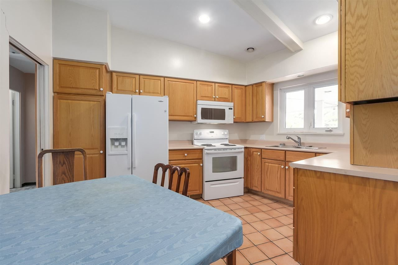 """Photo 6: Photos: 892 MARGAREE Place in West Vancouver: Cedardale House for sale in """"Cedardale"""" : MLS®# R2256348"""
