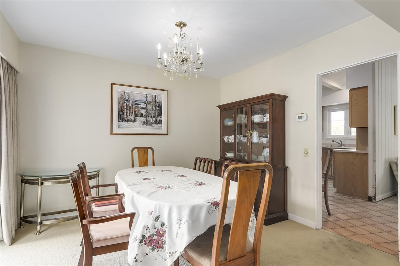 """Photo 12: Photos: 892 MARGAREE Place in West Vancouver: Cedardale House for sale in """"Cedardale"""" : MLS®# R2256348"""