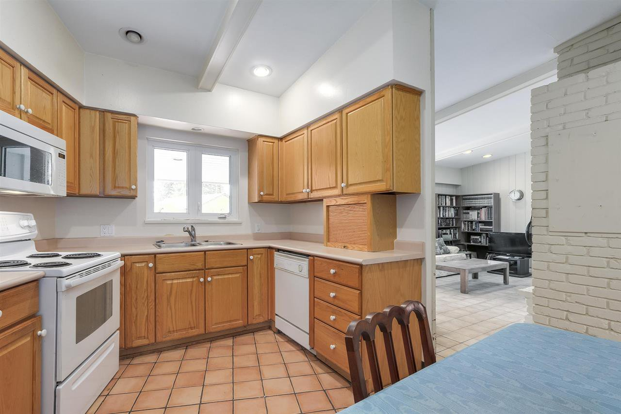 """Photo 7: Photos: 892 MARGAREE Place in West Vancouver: Cedardale House for sale in """"Cedardale"""" : MLS®# R2256348"""