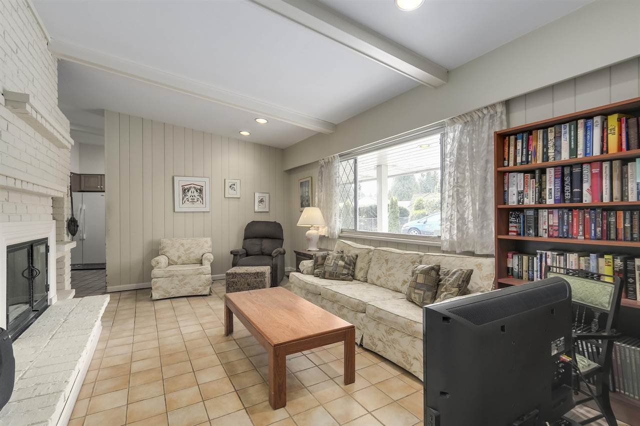"""Photo 2: Photos: 892 MARGAREE Place in West Vancouver: Cedardale House for sale in """"Cedardale"""" : MLS®# R2256348"""