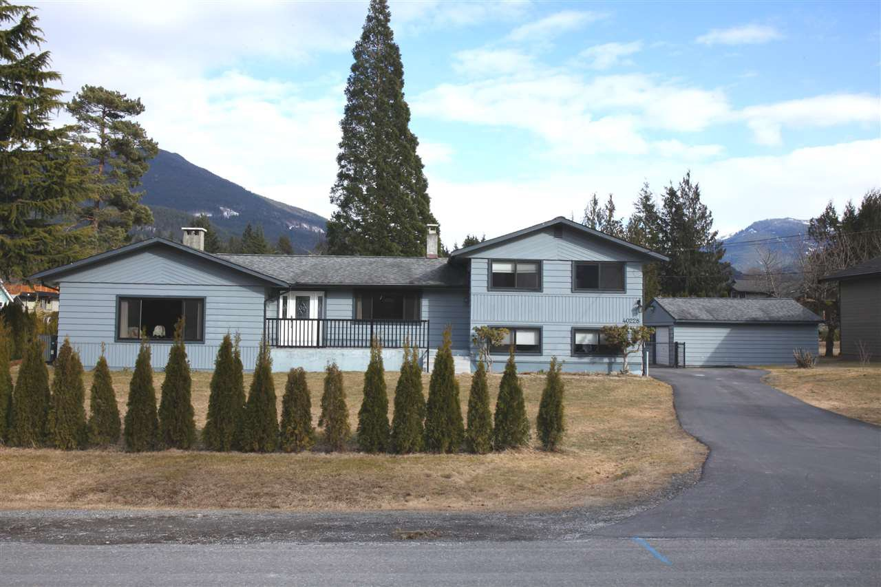 Main Photo: 40228 DIAMOND HEAD Road in Squamish: Garibaldi Estates House for sale : MLS®# R2348707